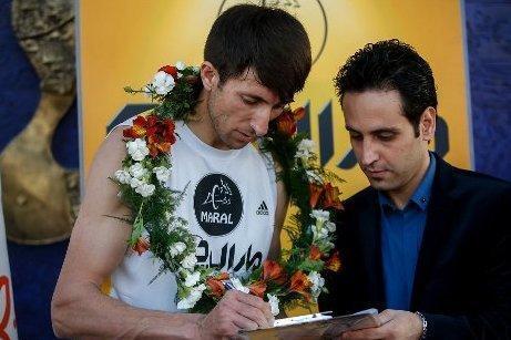 رکورد مرد پله ای ایران شکست، لزوم حمایت بنگاهای مالی از ورزش