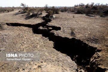 شکاف های 80 کیلومتری نیشابور در نزدیکی ریل راه آهن