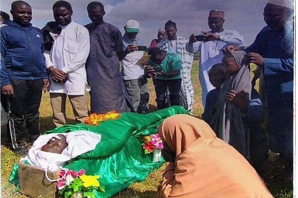 تشییع پیکر یکی از شهدای مراسم عزاداری امام حسین(ع) در نیجریه