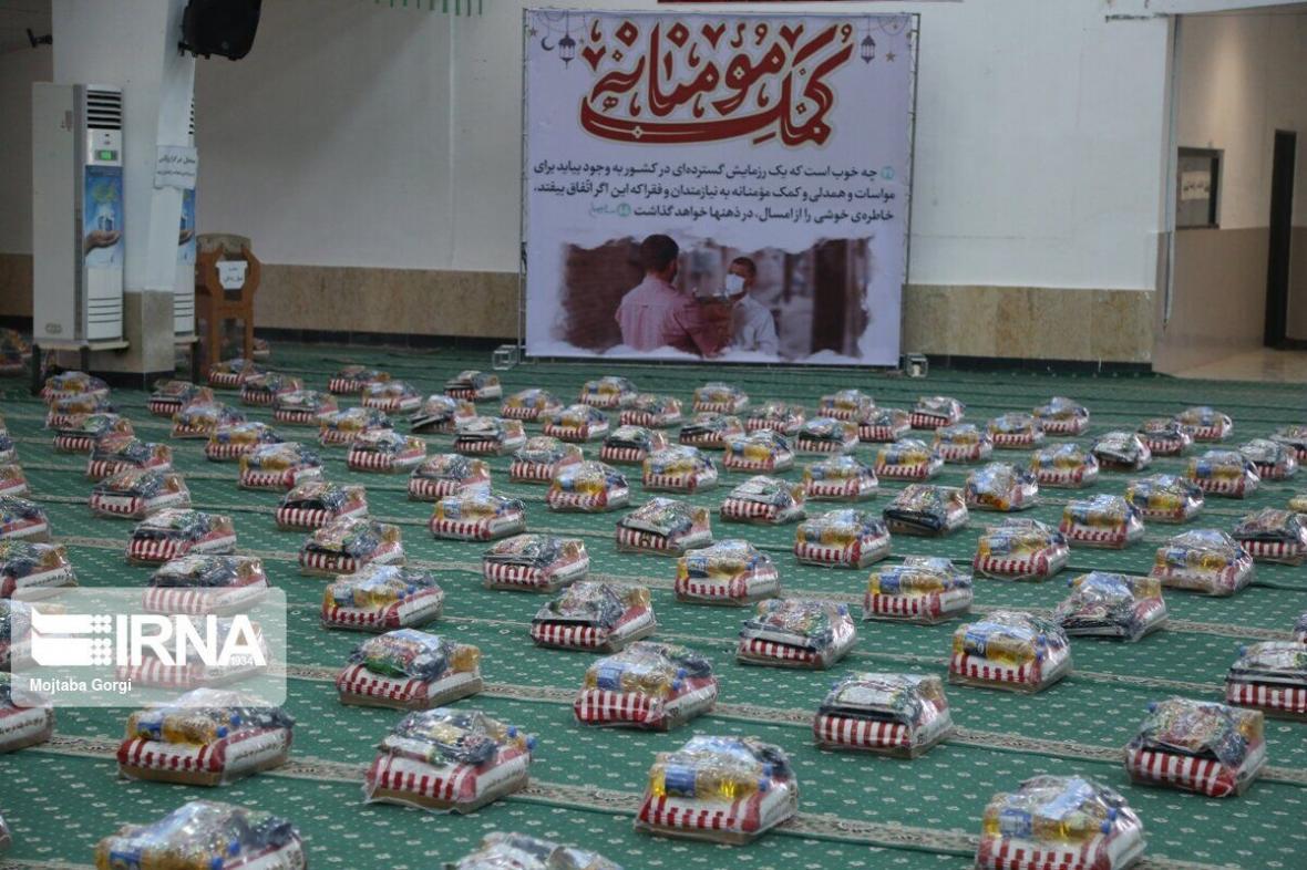 خبرنگاران منطقه دوم دریایی سپاه 700 بسته معیشتی در بوشهر توزیع کرد