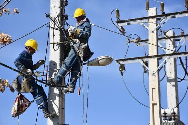 خبرنگاران 317 کیلومتر از شبکه برق شهرستان خمین بهسازی شد